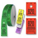 Rullar av cloakroom-biljetter uppdelade i två delar